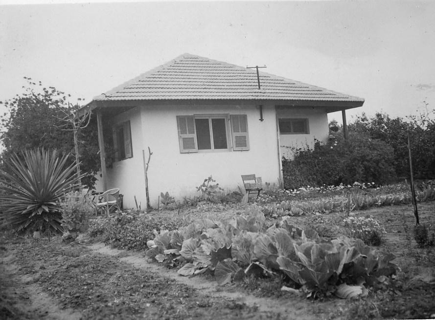 בתי הכפר נבנו לפי מתכונת אחידה - בית משפחת שטיינהרדט שנה